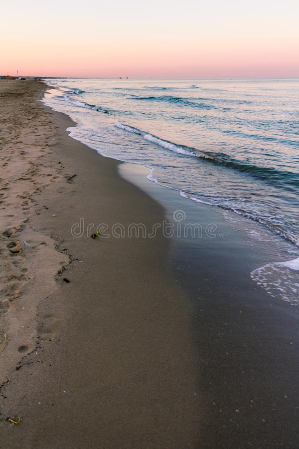 Wschodów słońca kolory przy plażą obrazy royalty free