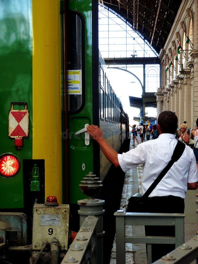 Wschodni dworca szczegół w Budapest z zieleń pociągiem zdjęcie royalty free