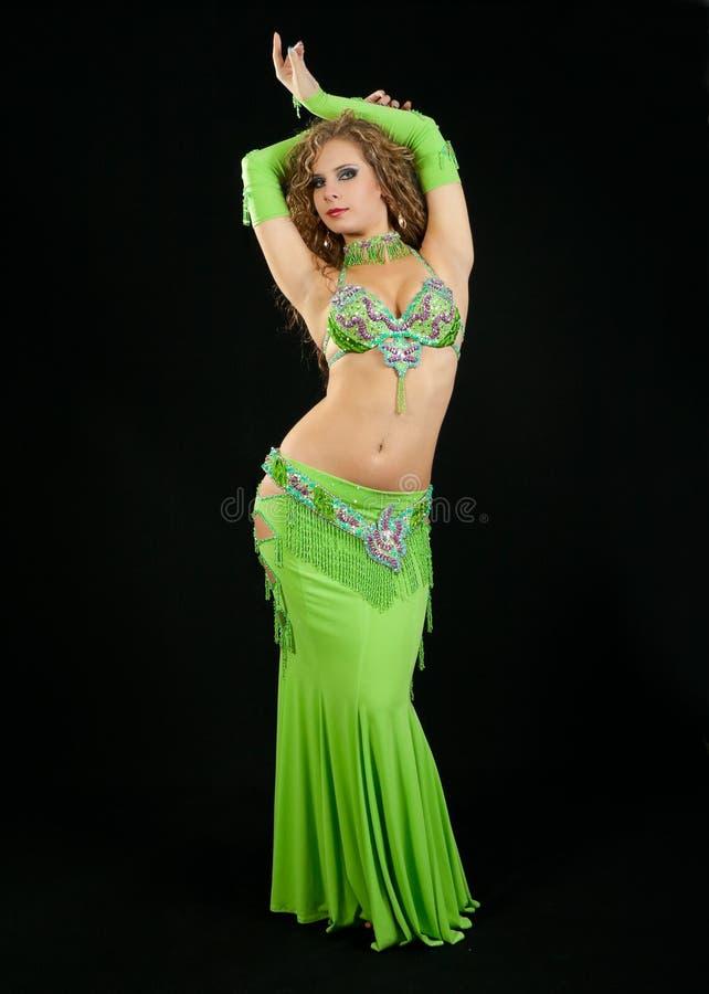 wschodni piękny kostiumowy tancerz zdjęcie stock