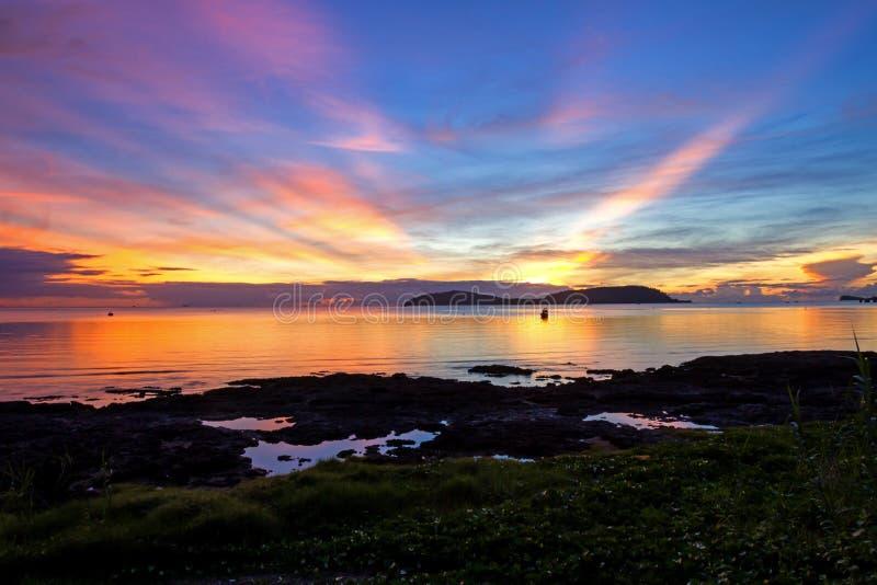 Wschodu słońca idylliczny ranek obraz stock