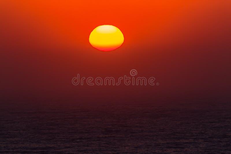 Wschodu słońca oceanu Nowy dzień