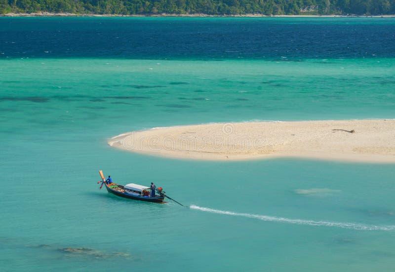 Wschodu słońca społeczeństwa plaża przy Lipe wyspą obraz stock