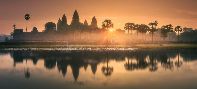 Wschodu słońca widok antyczna świątynia powikłany Angkor Wat Siem Przeprowadza żniwa, Kambodża zdjęcie royalty free