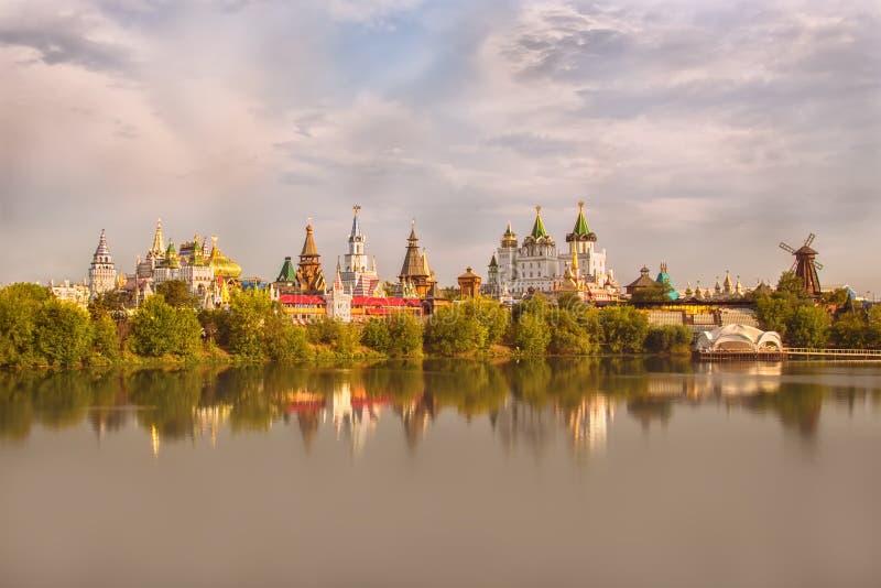 Wschodu słońca widok Izmailovsky Kremlin fotografia stock