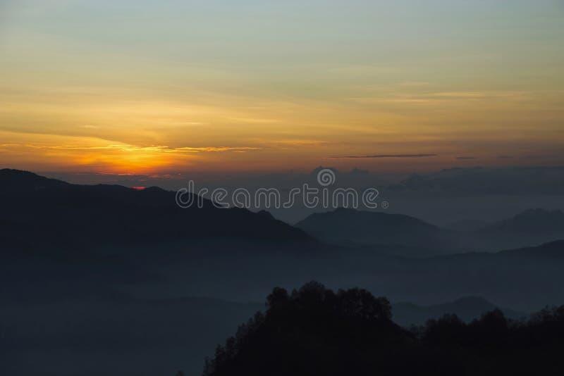 Wschodu słońca widok przy Mt Kelimutu w Indonezja fotografia royalty free