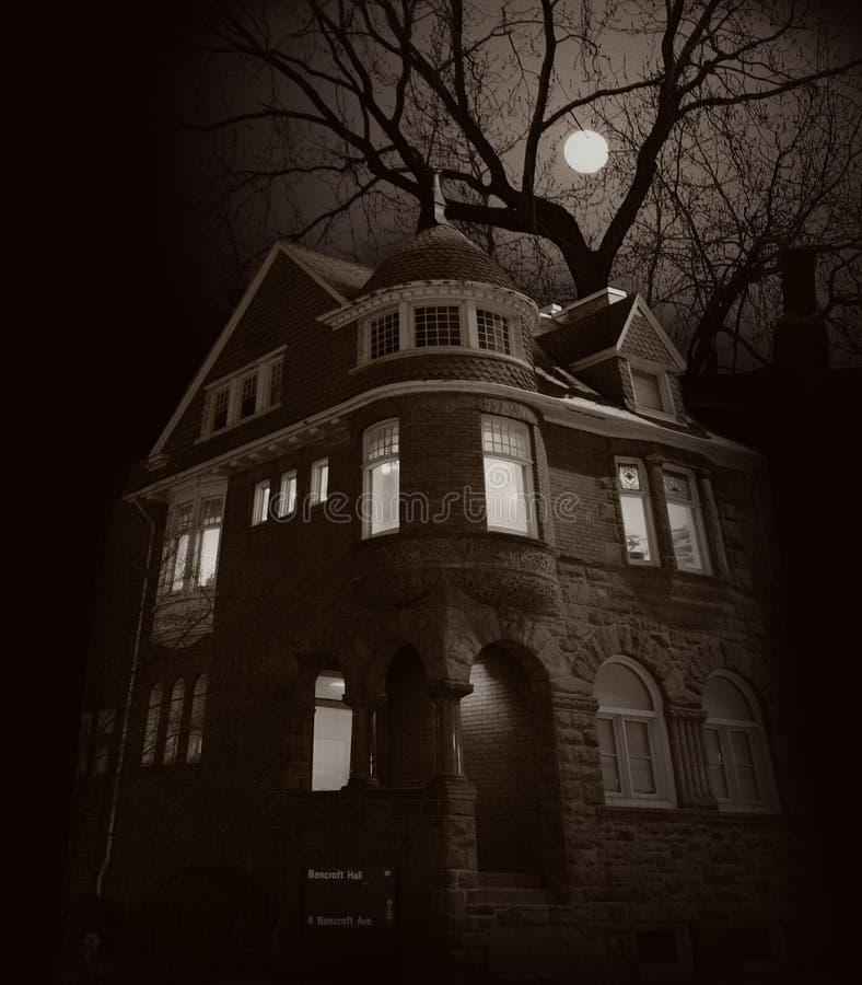 wschodzi księżyc w domu royalty ilustracja