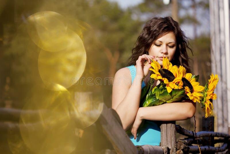 wsi dziewczyny słoneczniki obraz stock