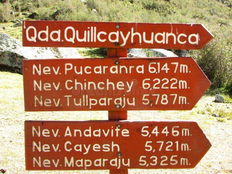 Wsiada na początku Quilcayhuanca wędrówki w Huascaran parku narodowym, Peru zdjęcie stock