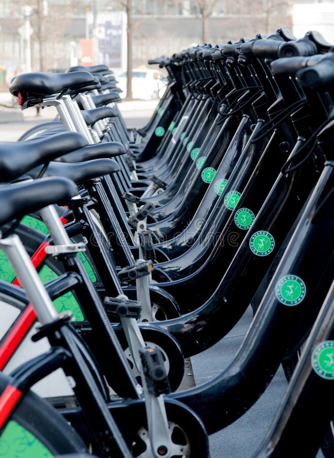 Wsiadaj i jedź na rowerze obrazy royalty free
