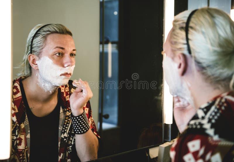 Współczesny photoshoot transgender kobieta zdjęcia stock