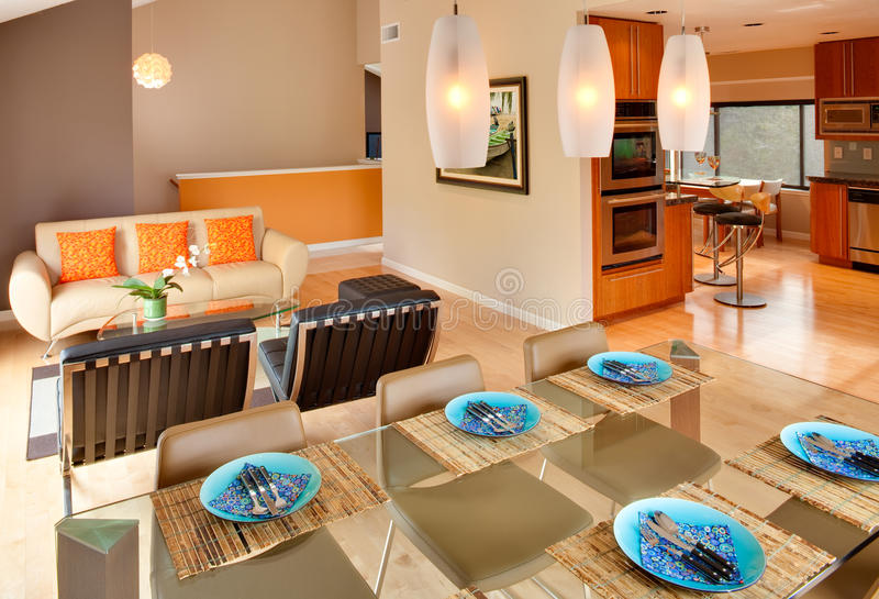 współczesny wewnętrzny nowożytny mieszkaniowy zdjęcia stock