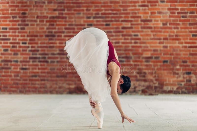 Wspaniały tancerza uczenie stać porady palec u nogi obraz stock