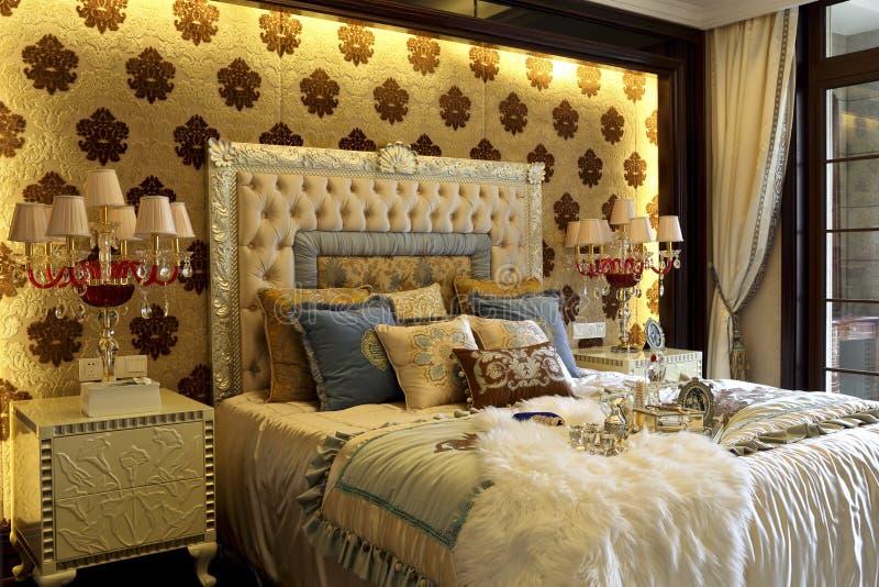Wspaniała colour kolokacja sypialnia dekoruje obrazy stock
