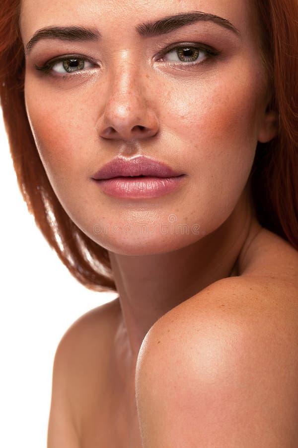 Wspaniała czerwieni głowy kobieta z dużymi wargami obrazy stock