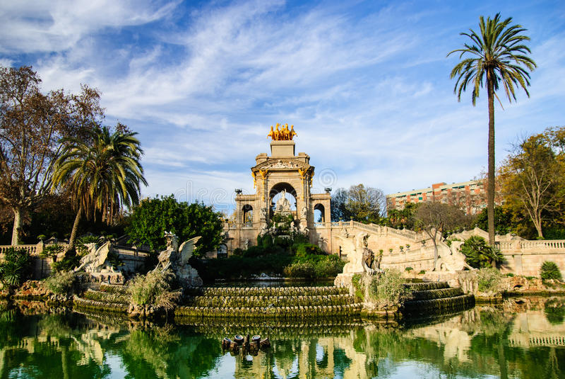 Wspaniała fontanna z stawem w Parc De Los angeles Ciutadella, Barcelona obrazy royalty free