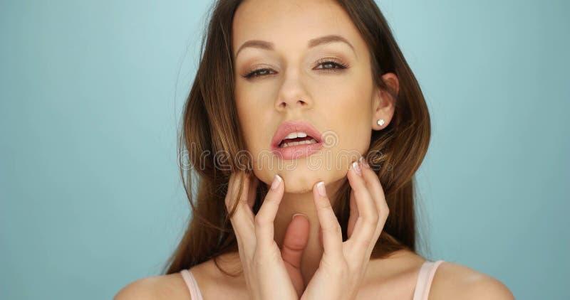 Wspaniała kobieta Robi Prowokującej twarzy zdjęcie stock