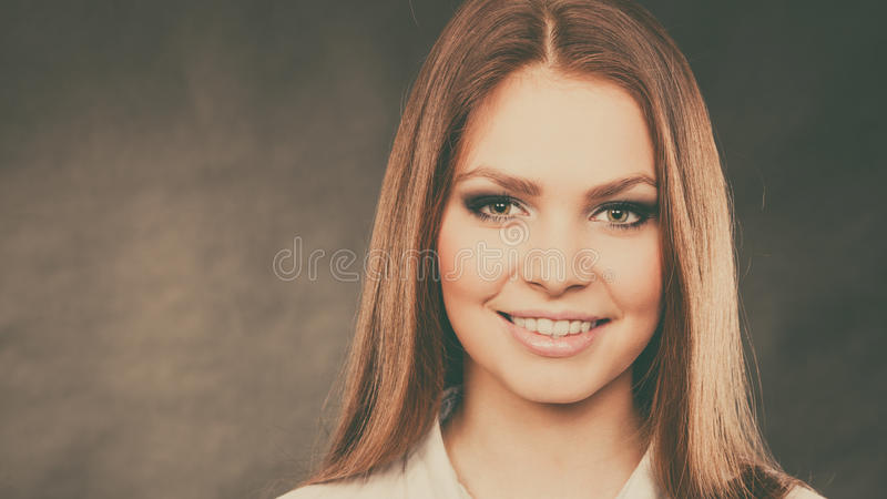 Wspaniała kobieta z eleganckimi oczami uzupełniał zdjęcia stock