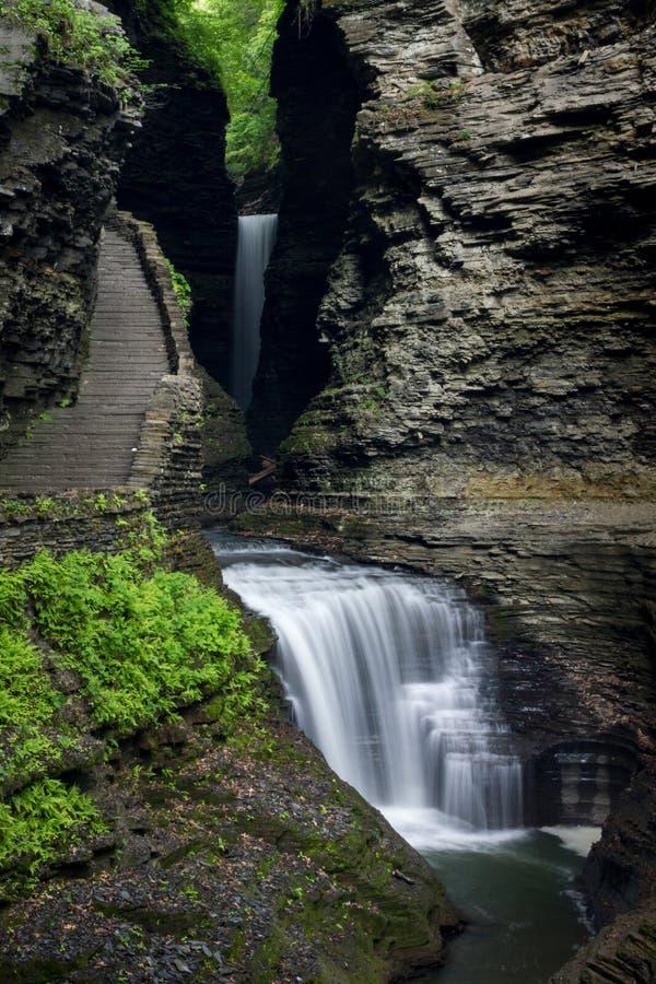 Wspaniałe kaskady wodospadowe przez Park stanowy Watkins Glen, Nowy Jork, Stany Zjednoczone Ameryki obraz stock