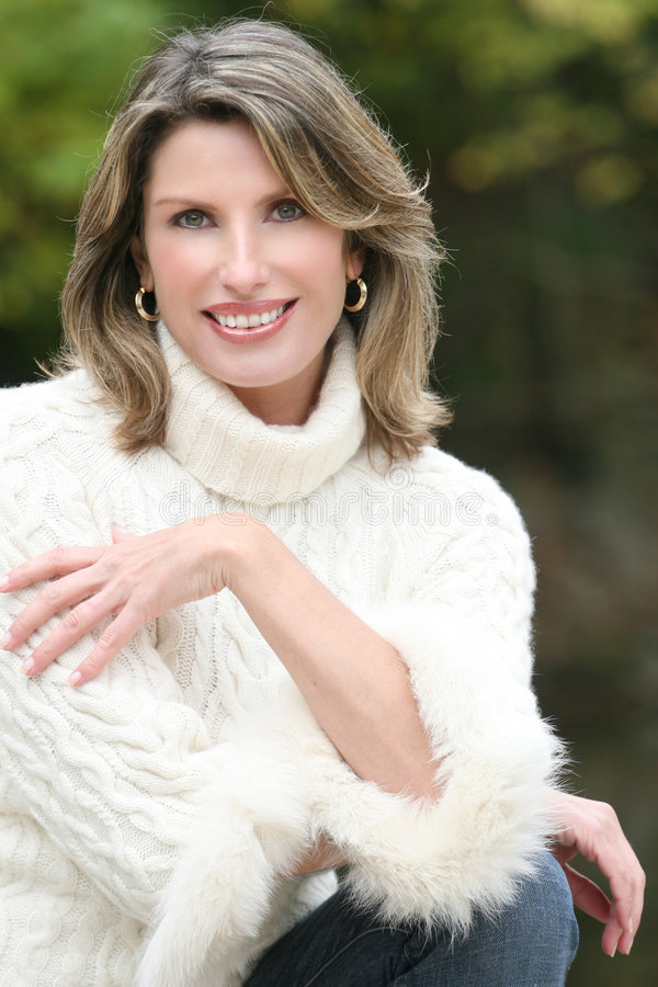 wspaniałego puloweru tematu biały zima kobieta obraz royalty free
