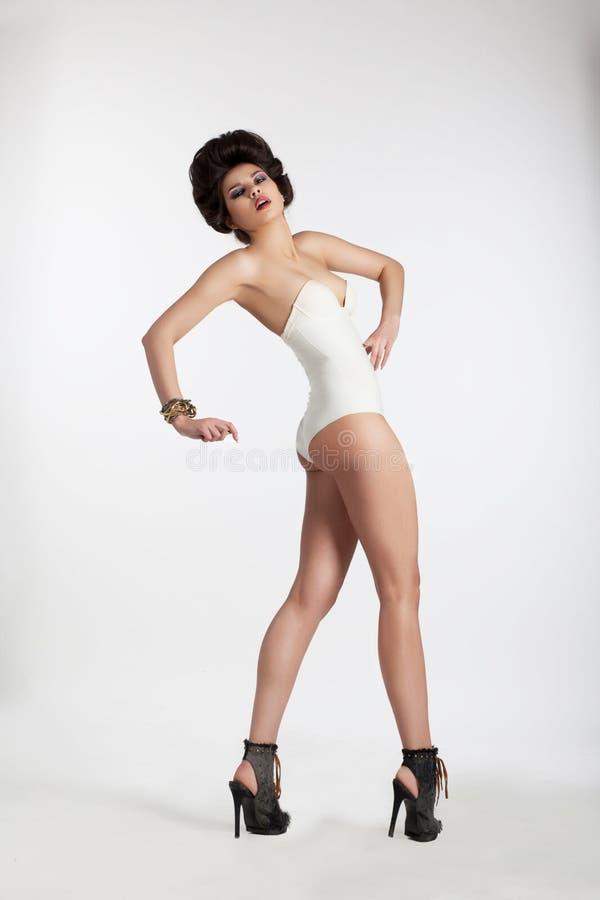 Wspaniały moda model z szpilkami zdjęcia royalty free