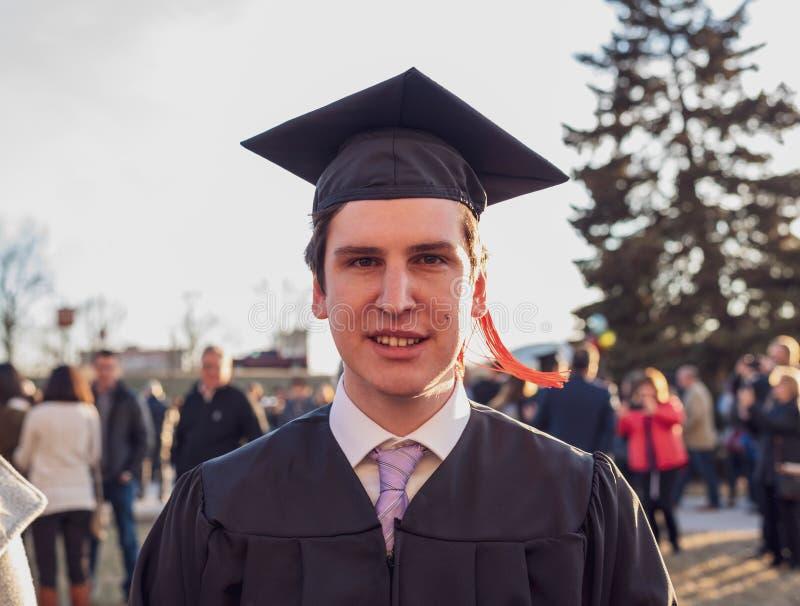 Wspaniały moment dla młodego absolwenta college'u obraz royalty free