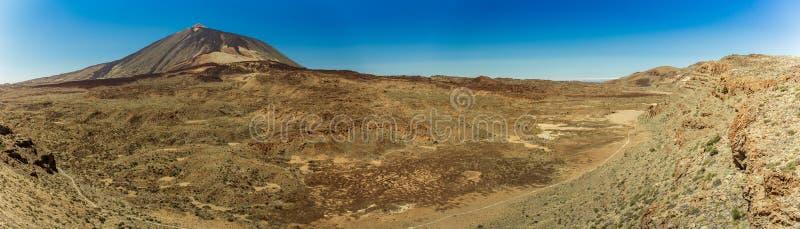 Wspaniały panoramiczny widok od wzrosta przy krawędzią pasmo górskie wokoło wulkanu Teide Park Narodowy Tenerife, fotografia stock
