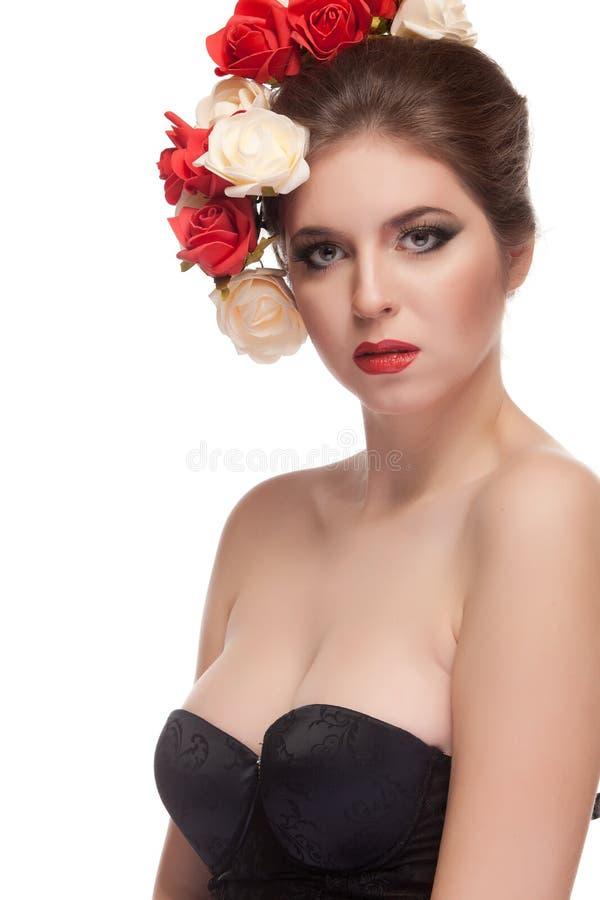 Wspaniały seksowny model z kwiatami w głowie zdjęcie stock
