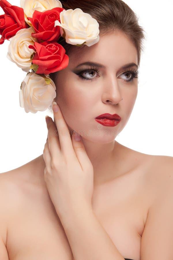 Wspaniały seksowny model z kwiatami w głowie obraz stock