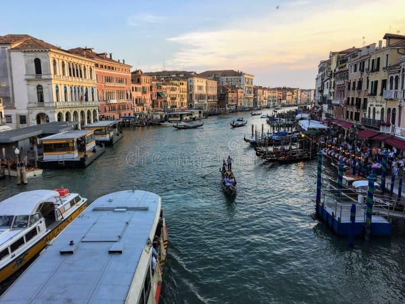Wspaniały widok kanał grande na pięknym pogodnym wieczór w Wenecja, Włochy zdjęcie stock