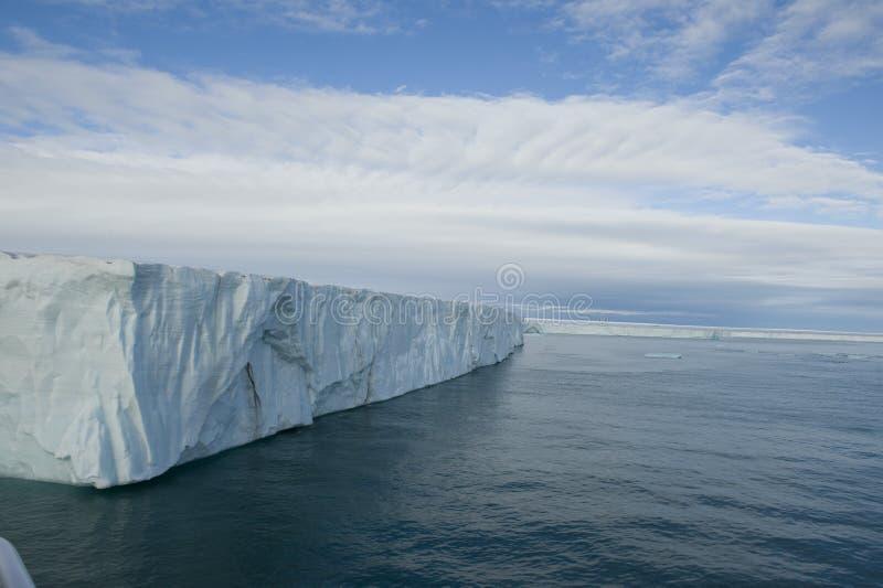 Wspaniały widok prawdziwa wielka góra lodowa w Arktycznym obraz stock