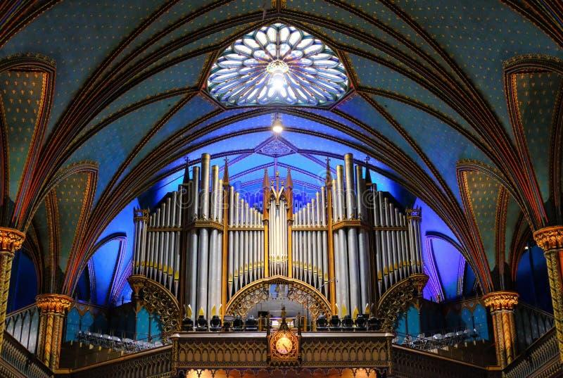 Wspaniały wnętrze Katedralny i ołtarzowy teren pokazuje szeroką przestrzeń inside obrazy royalty free