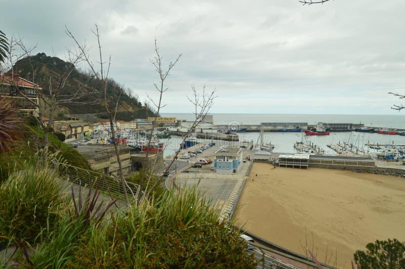 Wspaniali widoki port Od Swój Wysokiego punktu W Warownym miasteczku Getaria Natura wieków średnich podróż obraz royalty free