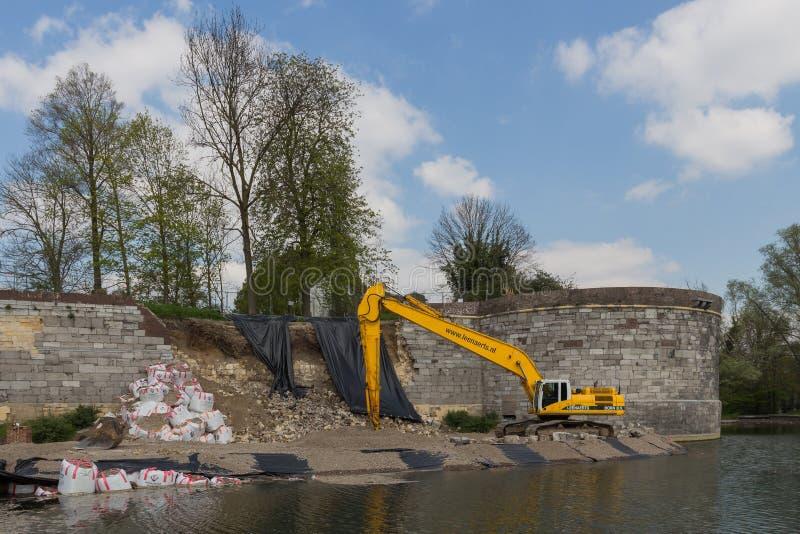 Wspiera zawalony 15 wiek fortyfikującą miasto ścianę w Maastricht zdjęcia stock
