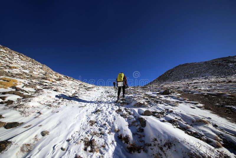 Wspinać się Dużego Almaty szczyt w Kazachstan fotografia stock