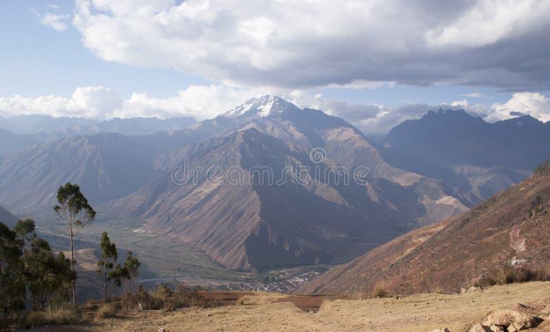 Wspina się Chicon Urubamba pasmo górskie w Cusco Peru UNESCO światowego dziedzictwa miejscu fotografia stock