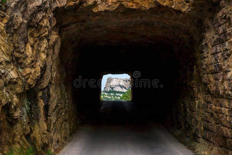 Wspina się Rushmore obramiającego tunelem na Iron Mountain drodze w Czarnych wzgórzach Południowy Dakota, usa zdjęcia royalty free