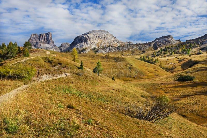 Wspina się Sass De Stria, Falyarego ścieżka, dolomity zdjęcie stock