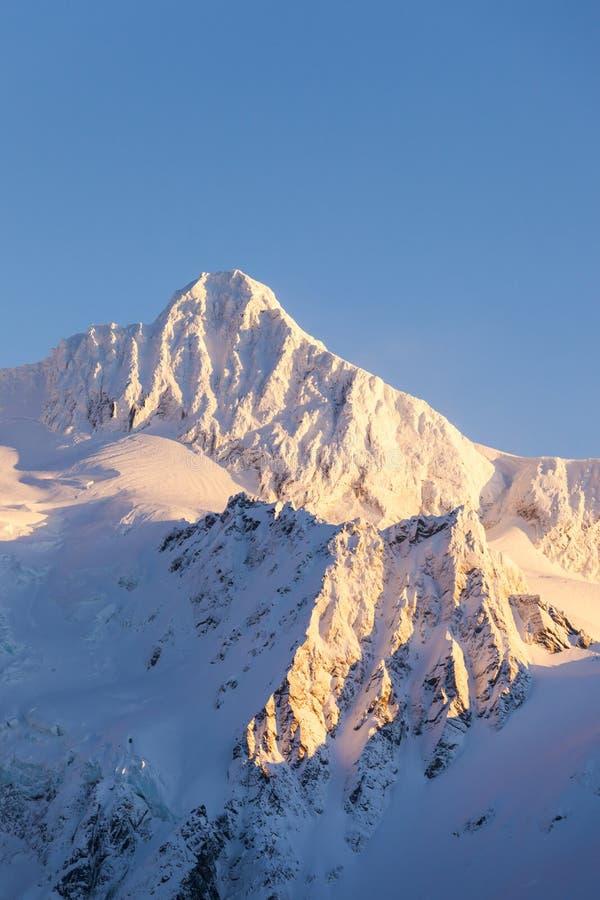 Wspina się Shuksan halnego szczytu szczyt w zima śniegu Piękny Nor fotografia royalty free