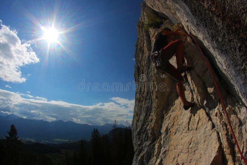 Download Wspinaczkowa skała zdjęcie stock. Obraz złożonej z góry - 16522372