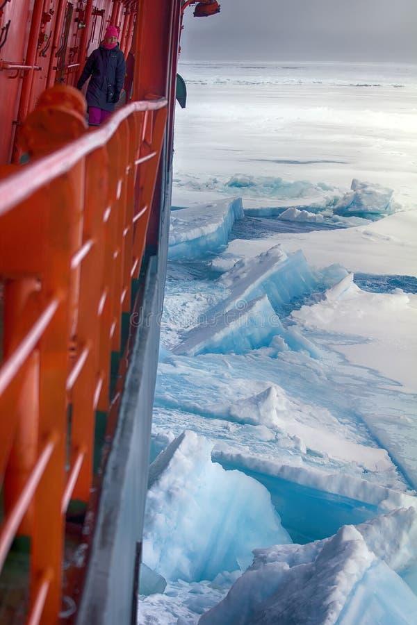 Wspomagany energią jądrową icebreaker solivet potężny pierwszoroczny lód obraz stock