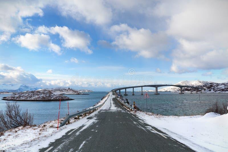 Wspornika most w arktycznym Norwegia obrazy royalty free