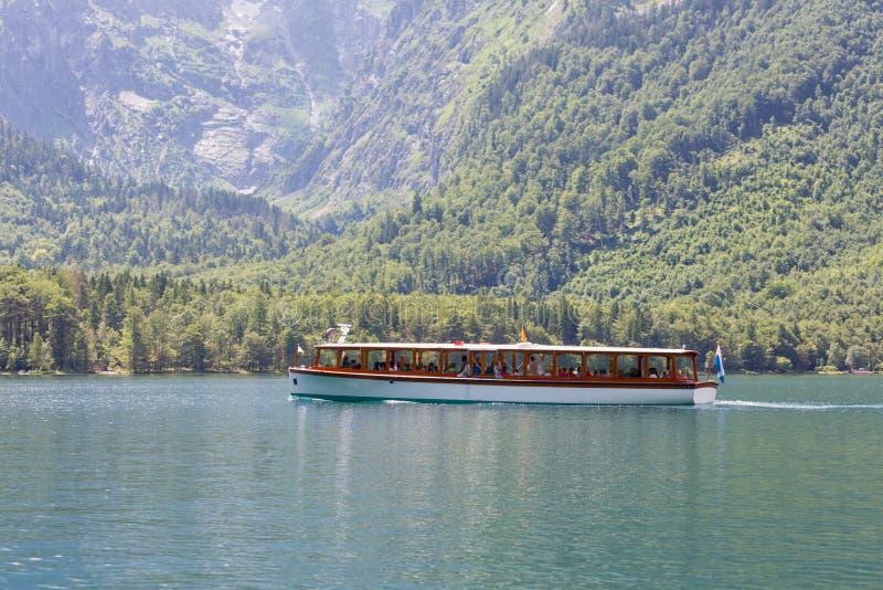 Wszczyna statek na jeziornym Konigssee blisko Berchtesgaden w Niemcy obraz royalty free