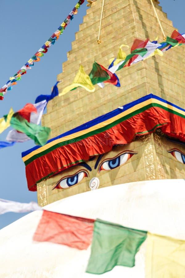 wszystkie boudhanath Buddha przygląda się pierwszoplanową gigantyczną złotą hemisferę Kathmandu Nepal widzii małej iglicy stupy o zdjęcia royalty free