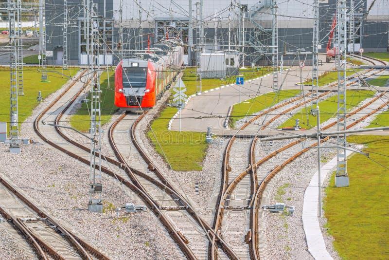 wszystkie stacji kolejowych German Monachium czerwone podmiejscy pociągów obraz royalty free
