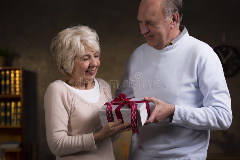 Wszystkiego najlepszego z okazji urodzin urocza żona obraz stock
