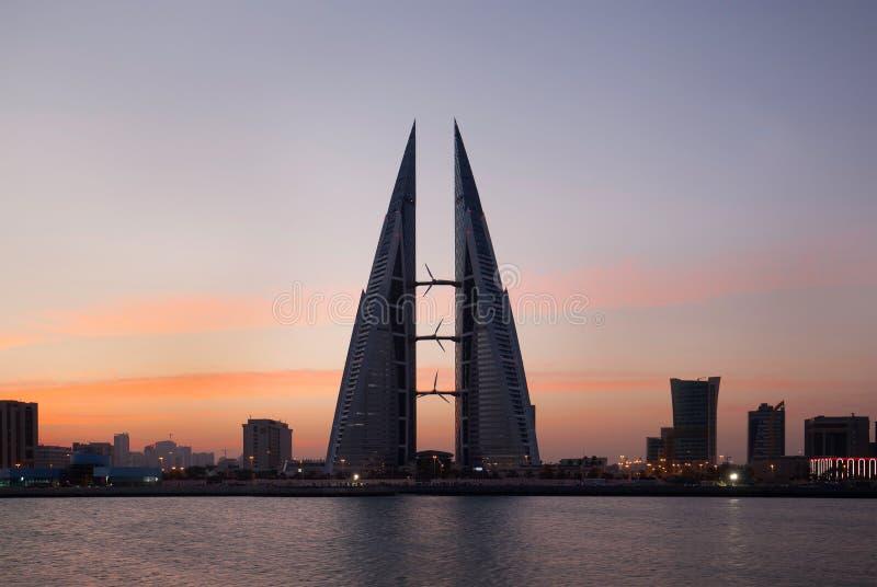 WTC, Wysoki wzrosta budynek z silnikiem wiatrowym bagatelizować emissi obrazy royalty free