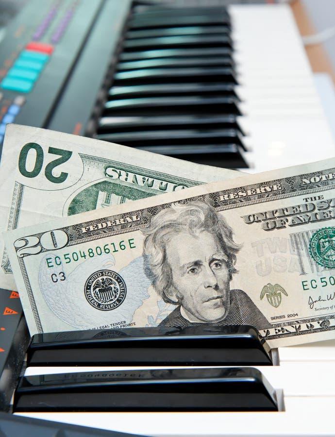 wtykający pieniądze elektryczny klawiaturowy organ obrazy royalty free