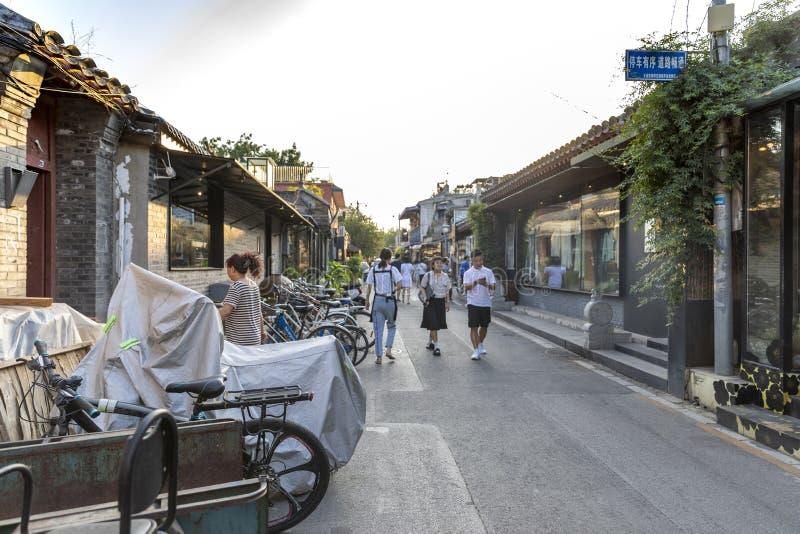 Wudaoyingen Hutong i Peking, Kina, är en av de kommersiella hutongsna i Peking fotografering för bildbyråer