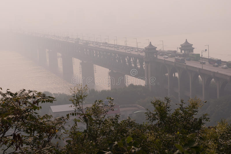 Download Wuhan yangtze flodbro arkivfoto. Bild av metall, järnväg - 27277070
