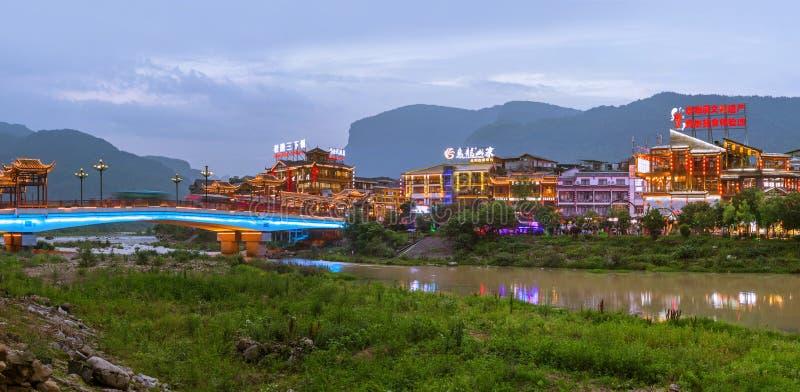 Wulingyuan, Chine - 27 mai 2018 : Ville de Wulingyuan au coucher du soleil dans le parc naturel des montagnes de Tianzi Avatar photos libres de droits
